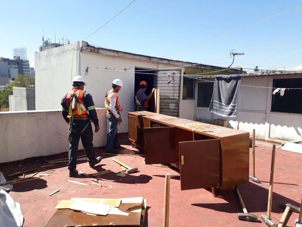 Retiro de mobiliario inservible.JPG